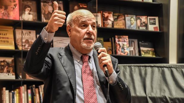 Alan Friedman: «La economía ha sido severamente dañada en todas partes, estamos en una recesión global»