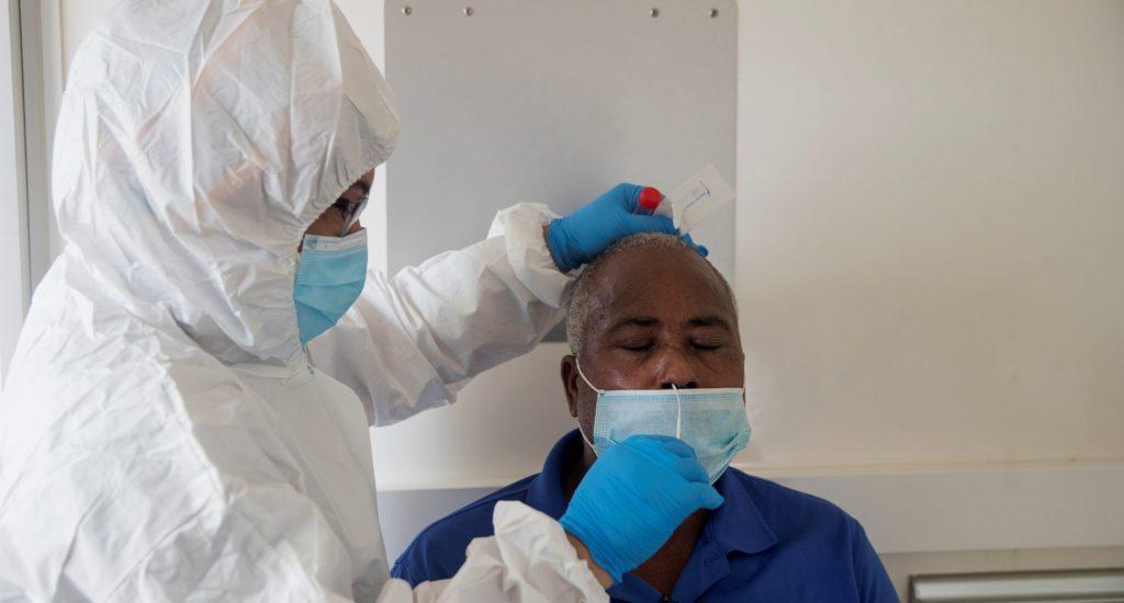 SP retira unidades móviles del Laboratorio Nacional; niega se hayan agotado los reactivos para PCR