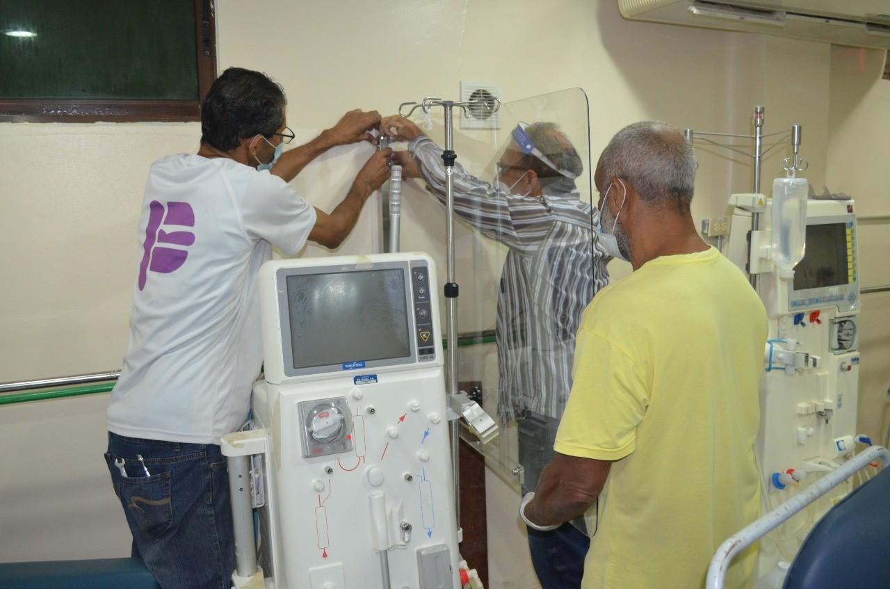 Hospital Padre Billini instala mamparas de bioseguridad en Unidad de Hemodiálisis