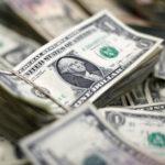 El economista Peter Schiff pone fecha al colapso del dólar que