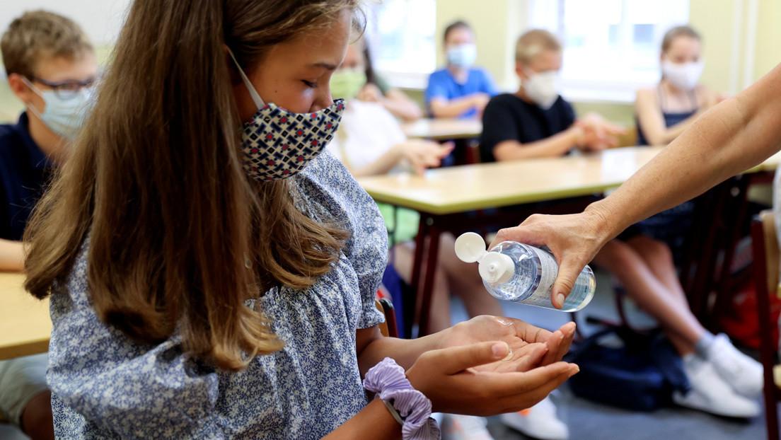 Un estudio muestra que los niños tienen menos posibilidades de contagiarse de coronavirus en la escuela que en su hogar