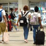 Taxistas y maleteros en AILA preocupados por eliminación presentación de pruebas PCR