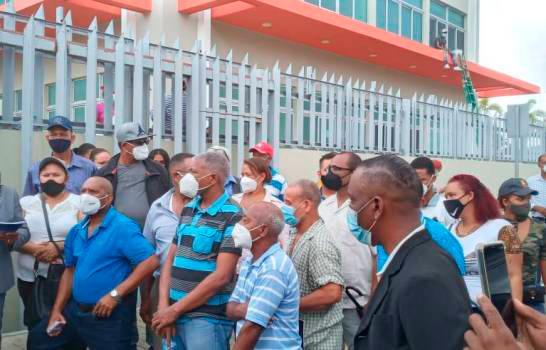 Denuncian cancelaciones en Alcaldía de Santo Domingo Este