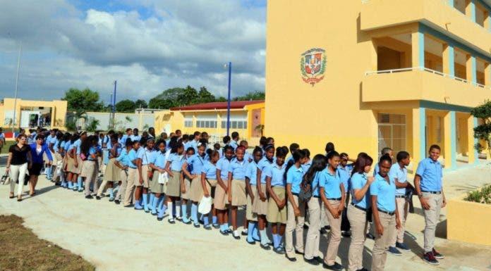 Cerrarían cientos de colegios si aplazan docencia para enero