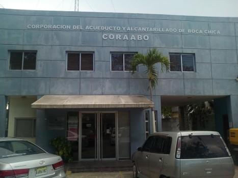 Colapsa sistema de agua en Boca Chica tras paso de Isaías