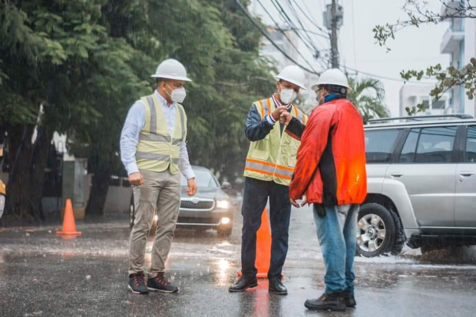 Brigadas del sector eléctrico trabajan en reposición del servicio