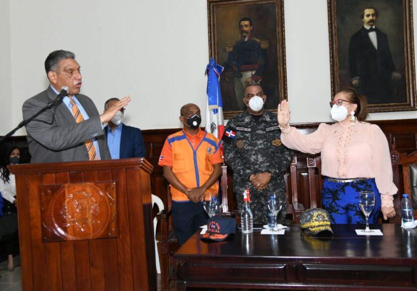 Ministro de Interior posesiona Gobernadora de Santiago