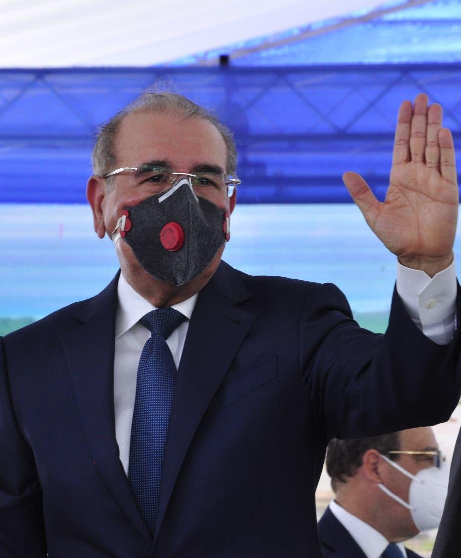 Danilo Medina deja la Presidencia con sus luces y sombras