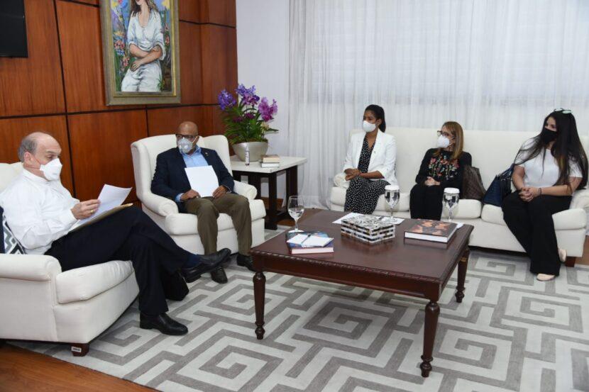Pacheco recibe inquietudes de Monseñor Víctor Masalles sobre el Código Penal