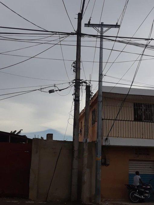 Residentes de barrio Altagracia II en Sabana Perdida denuncian apagones por más de 48 horas