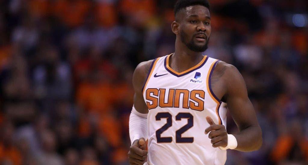 Ayton y Booker mantienen invictos a los Suns