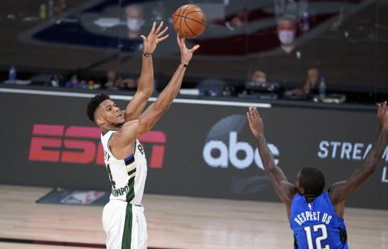 Los Bucks superan a Magic y avanzan a semifinal del Este