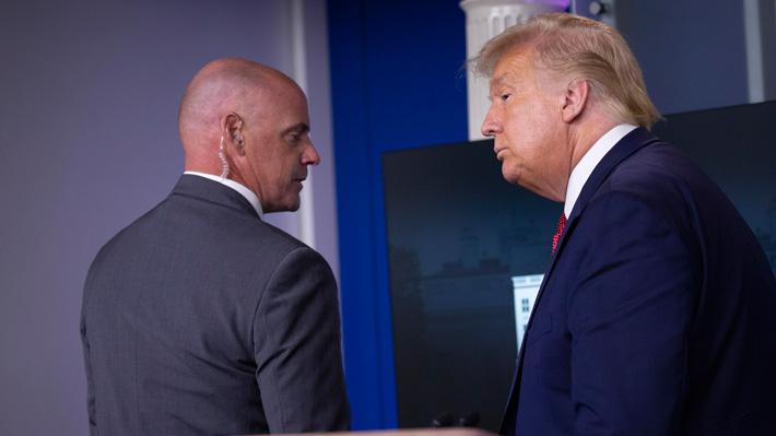 Alerta de tiroteo obliga a Trump a abandonar sala de conferencias de la Casa Blanca
