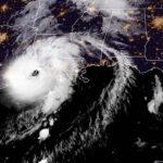 Laura toca tierra en Luisiana como potente huracán categoría 4
