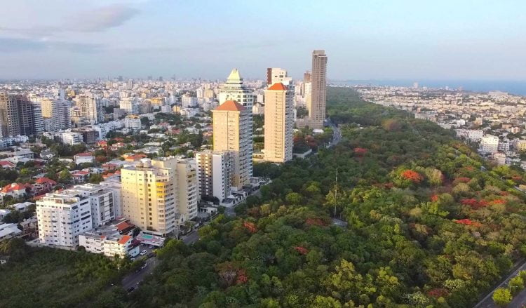 La economía dominicana cayó 8.8% entre enero y mayo de este año, debido a la situación provocada por el coronavirus, informó este viernes el Banco Central (BCRD).