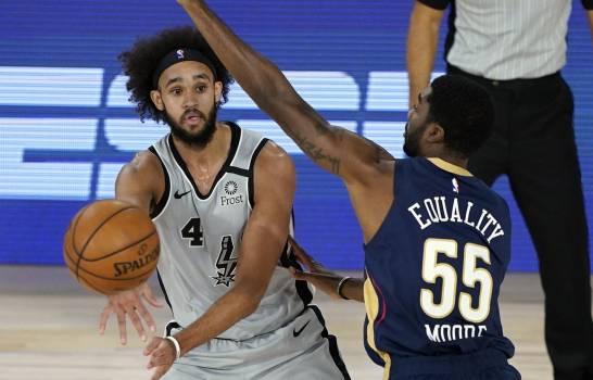 Spurs siguen vivos tras vencer a los Pelicans