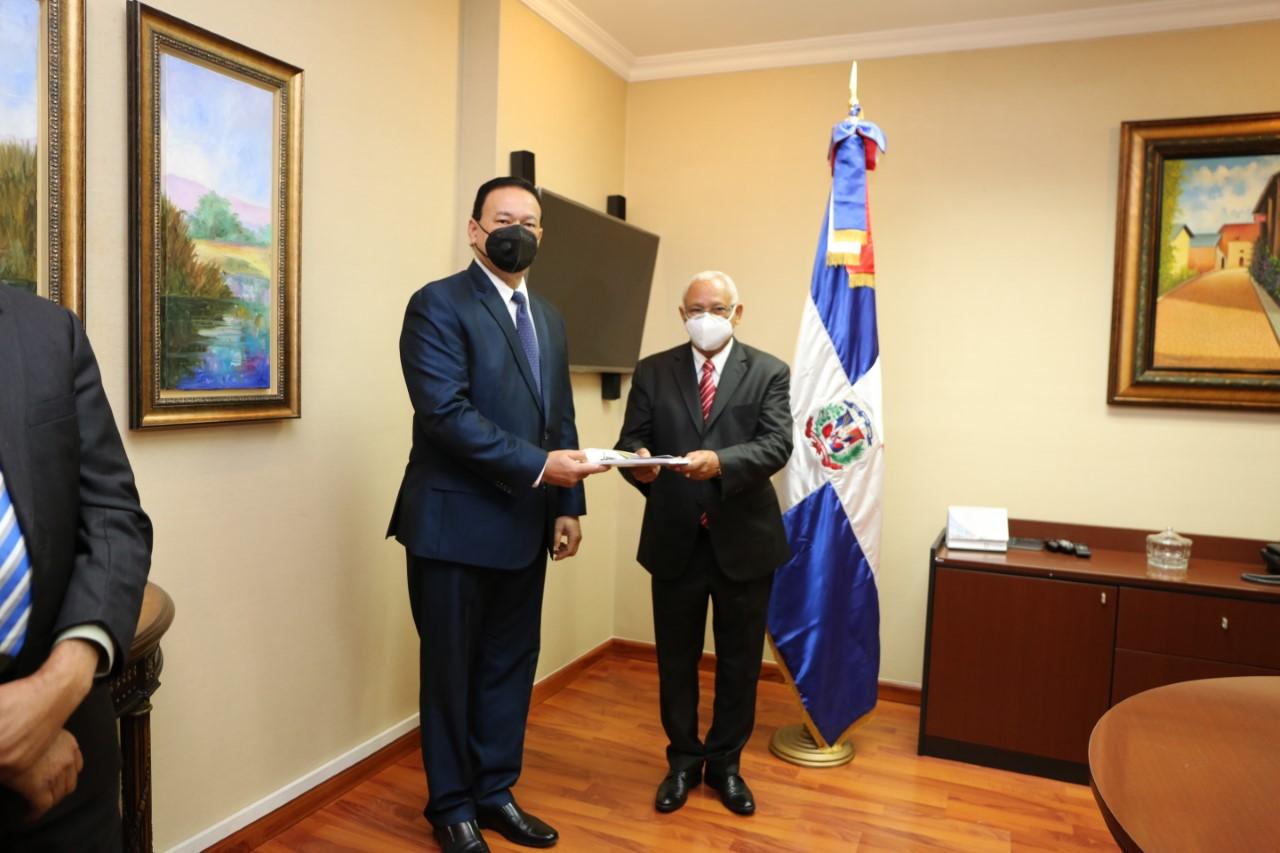 Luis Rafael Delgado Sánchez asume como Contralor General de la República.
