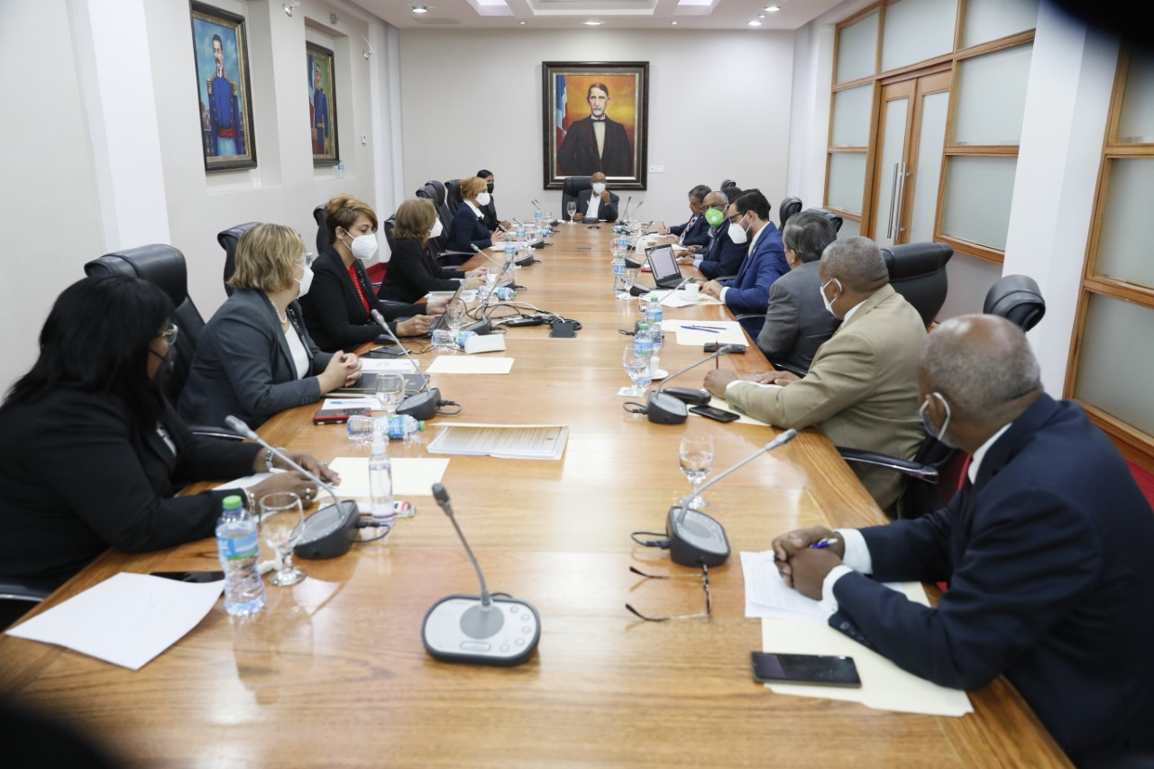 Pacheco anuncia reintroducción de importantes proyectos de ley que están pendientes de aprobación