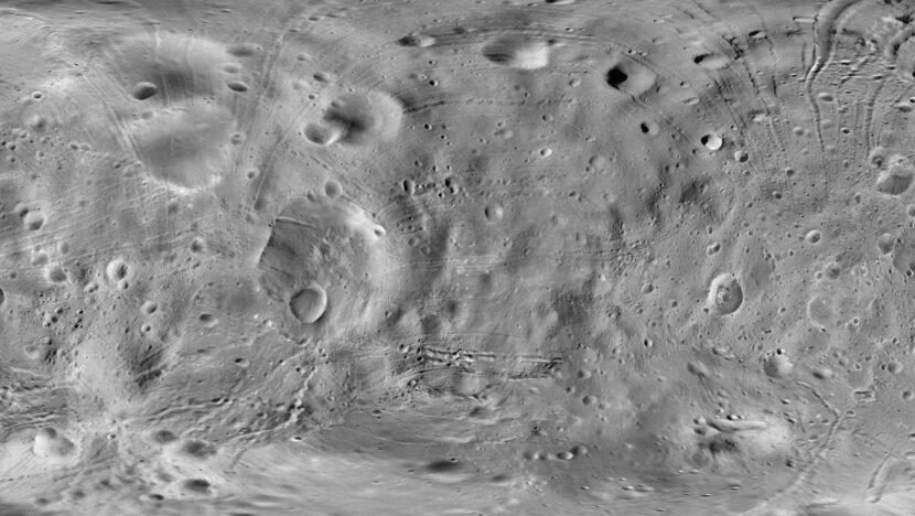 """""""Es muy desconcertante"""": científicos descubren que la Luna se está oxidando aunque prácticamente era imposible"""