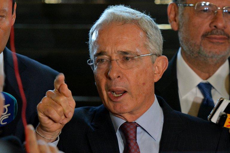 La Justicia colombiana aplazó la audiencia para definir la libertad del ex presidente Álvaro Uribe