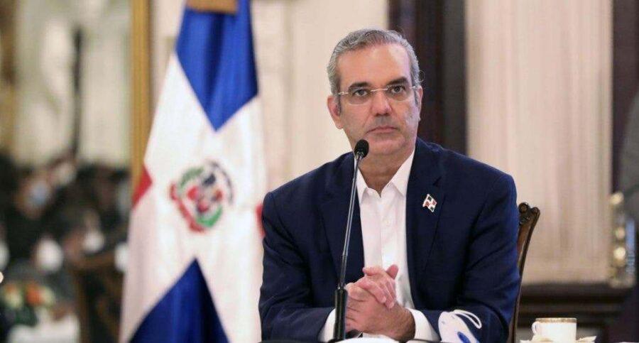 """ATENCIÓN: Los funcionarios no le podrán llamar """"licenciado"""" al presidente Abinader"""