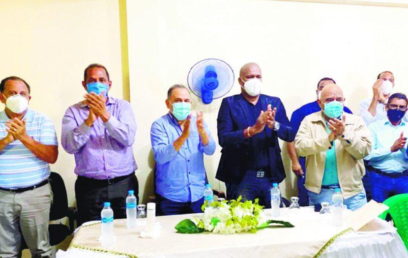 Alcalde de Arenoso y otros dirigentes PLD van con Leonel