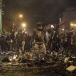 ALERTA: Noche de furia en Bogotá: por qué cientos de personas salieron a quemar las estaciones de policía