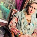 """Asesinaron a una presentadora de la televisión paquistaní: sospechan de su esposo en un supuesto """"crimen de honor"""""""