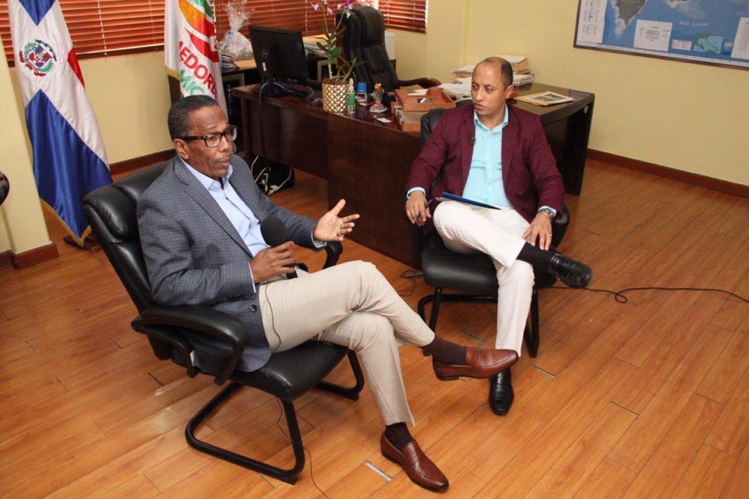 ATENCION:Director Comedores Económicos denuncia mafia de millonaria suma de dinero en gestión pasada