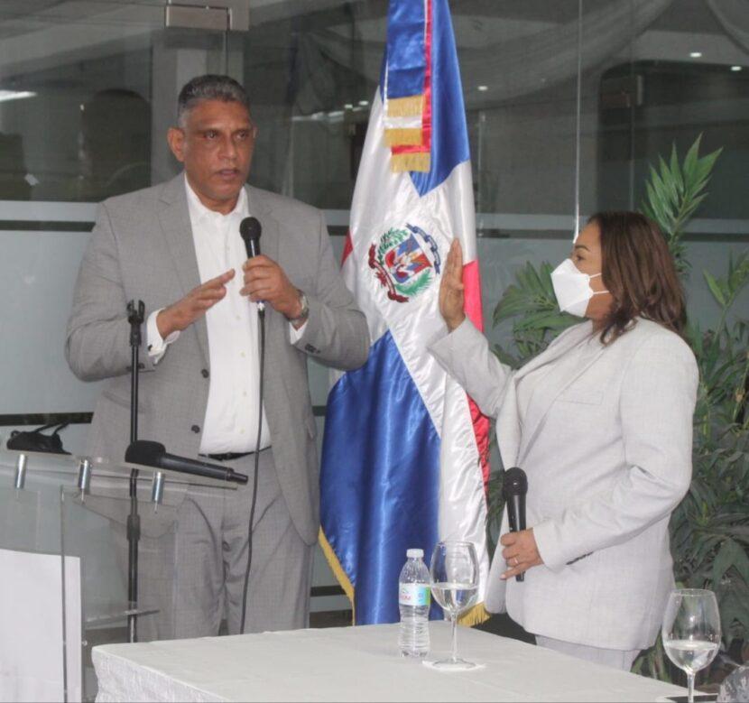 Juramentan a Julia Drullard como gobernadora de Santo Domingo