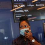 Dos pasajeras se lían a golpes antes de embarcar en un vuelo en Nueva York (VIDEO)
