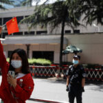 El embajador saliente de EE.UU. en China culpa a Pekín por la propagación del coronavirus