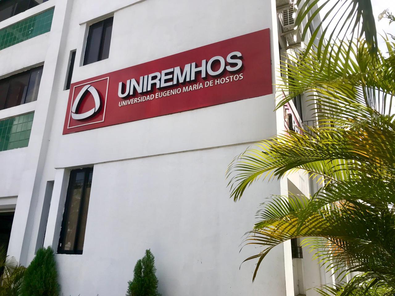 UNIREMHOS celebra su 50ª ceremonia de graduación bajo la modalidad virtual