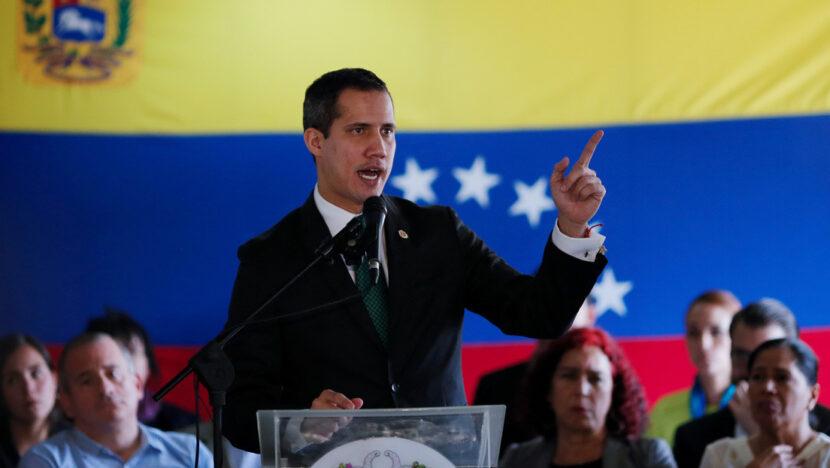 """Guaidó pide conformar un """"comando"""" para deslegitimar las elecciones en Venezuela luego de que Capriles llamara a votar"""