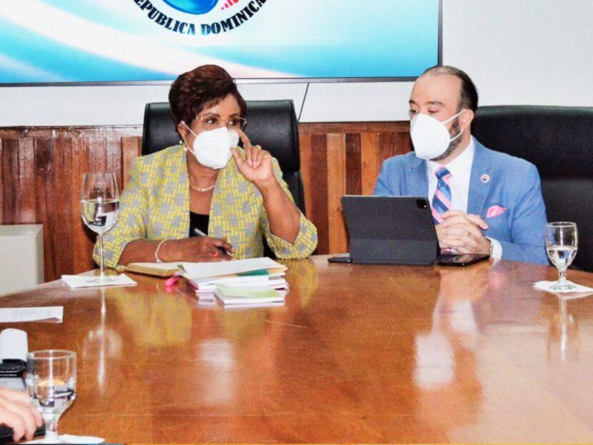 Josefa Castillo recibe apoyo sector asegurador: Promete transparencia, fiscalización