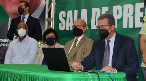 Leonel Fernández deja iniciado el proceso para incorporarse a la FP como miembro