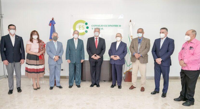 Ministro Macarrulla juramenta a Daniel Toribio como nuevo presidente del CES