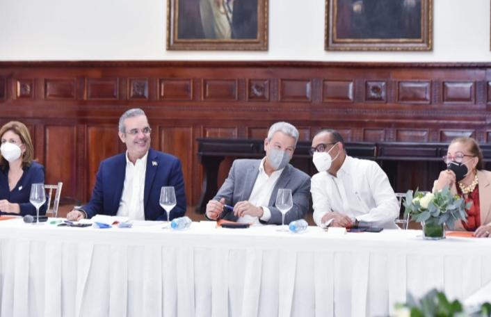 Ministro de Obras Públicas destaca la importancia estratégica de la autopista del Ámbar.