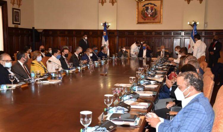Ministerio de Economía presenta los lineamientos para la formulación del Plan Nacional Plurianual del Sector Público 2021-2024