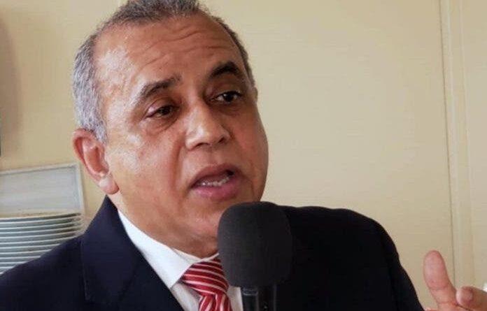 Ministro de Salud suspende empleado por alegado acto de corrupción