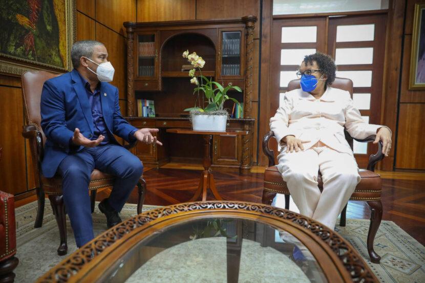 Procuradora General de la República recibe visita del senador de Monseñor Nouel