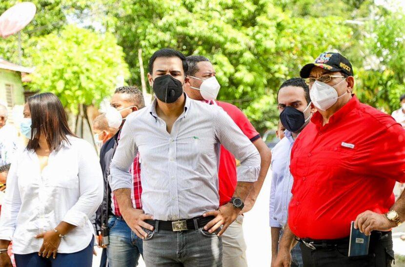 Roberto Ángel Salcedo realiza recorrido de solidaridad en Hato Mayor