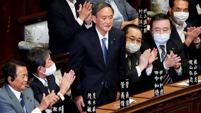 El Parlamento de Japón eligió a Yoshihide Suga como el nuevo primer ministro