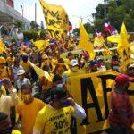Se movilizan en Santiago en reclamo del 30% de las AFP; Botello encabeza manifestación
