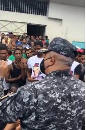 """Nuevo comandante de La Victoria: """"Aquí dizque jefecito, que probó, al probó es al primero que le doy lo suyo"""""""