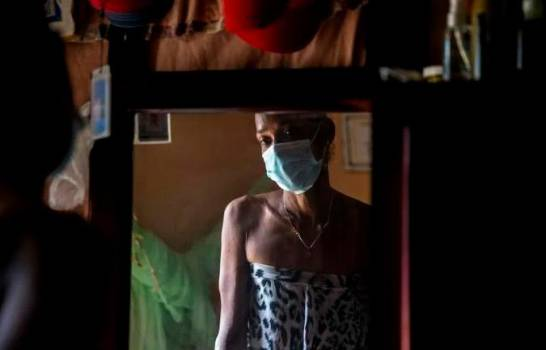 Trabajadoras sexuales trans desafían la pandemia, pero se desploma su demanda