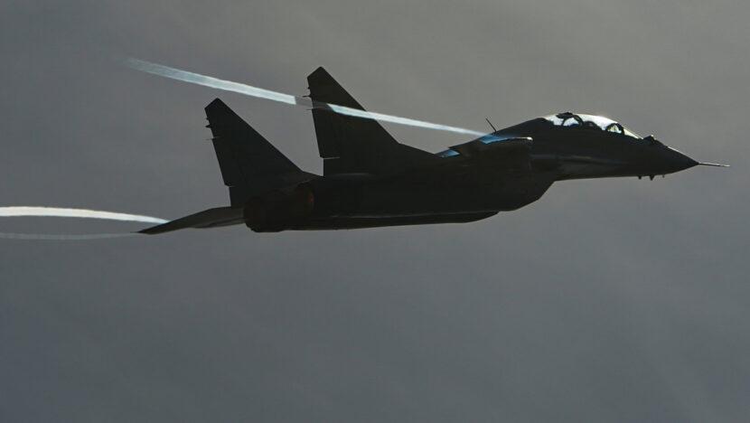 Un caza ruso escolta un avión de reconocimiento británico sobre el mar de Barents