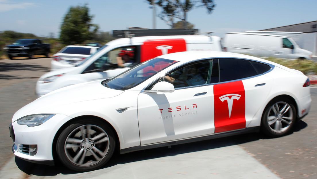 """Un experto tacha a Tesla de """"castillo de naipes que se está preparando para derrumbarse"""" y advierte que es la inversión más peligrosa de Wall Street"""