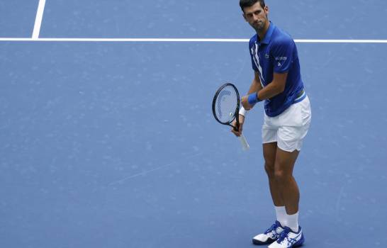 Djokovic cede su primer set ante Edmund, pero pasa a la tercera ronda