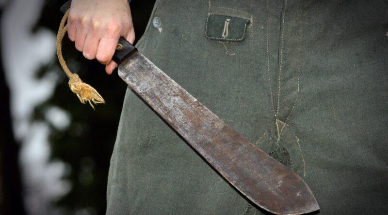 Homosexual hispano asesina a machetazos en apartamento de El Bronx un hombre que citó por la aplicación Grindr